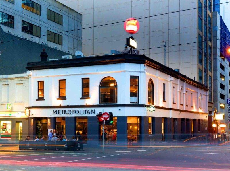 Metropolitan Hotel – Awesome Bars