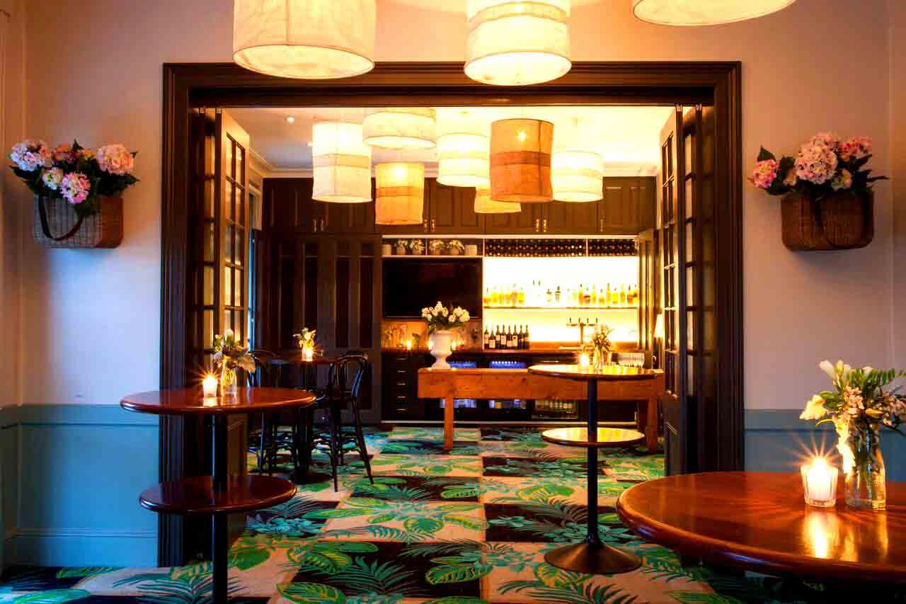 bars sydney best rooftop bars laneway cocktail bars. Black Bedroom Furniture Sets. Home Design Ideas