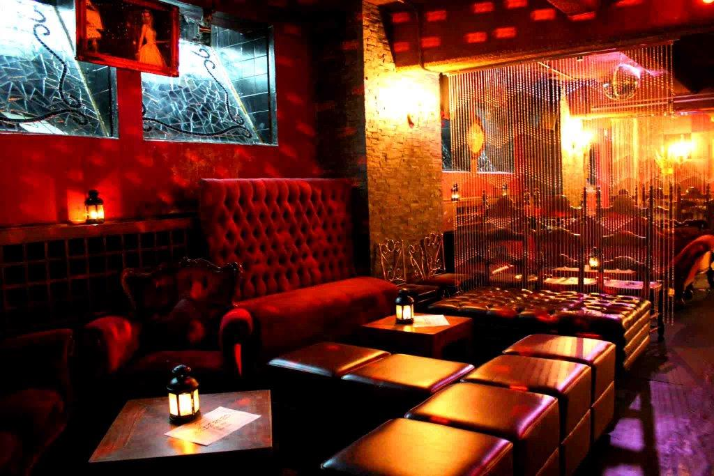 Chaise Lounge – Birthday Party Venues