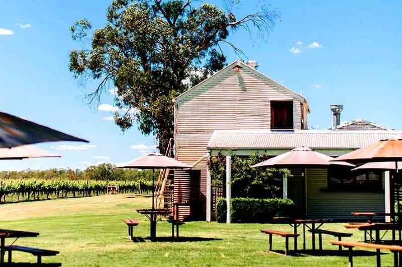 St Leonards Café – Cellar Door Wineries