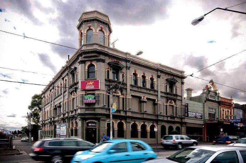 The Palace Hotel – Live Music & Comedy