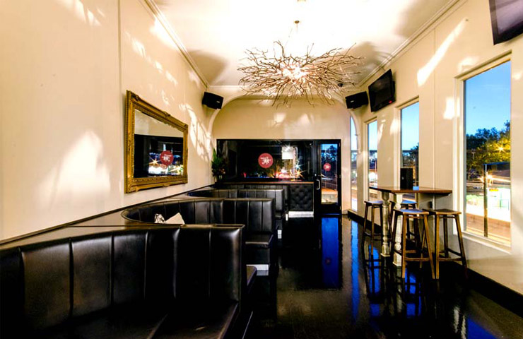 MAEVE-melbourne-bars-bar-best-top-to-do-footy-game-sport-match-drink-drinks-food-dining-entertainment
