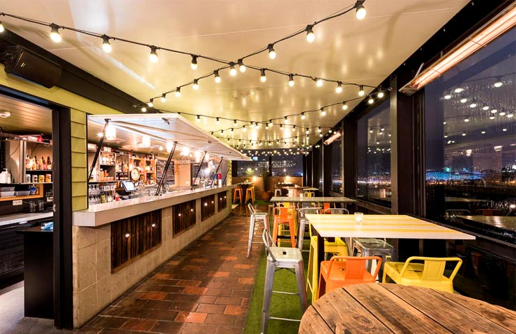 MTVIEW-melbourne-bars-bar-best-top-to-do-footy-game-sport-match-drink-drinks-food-dining-entertainment