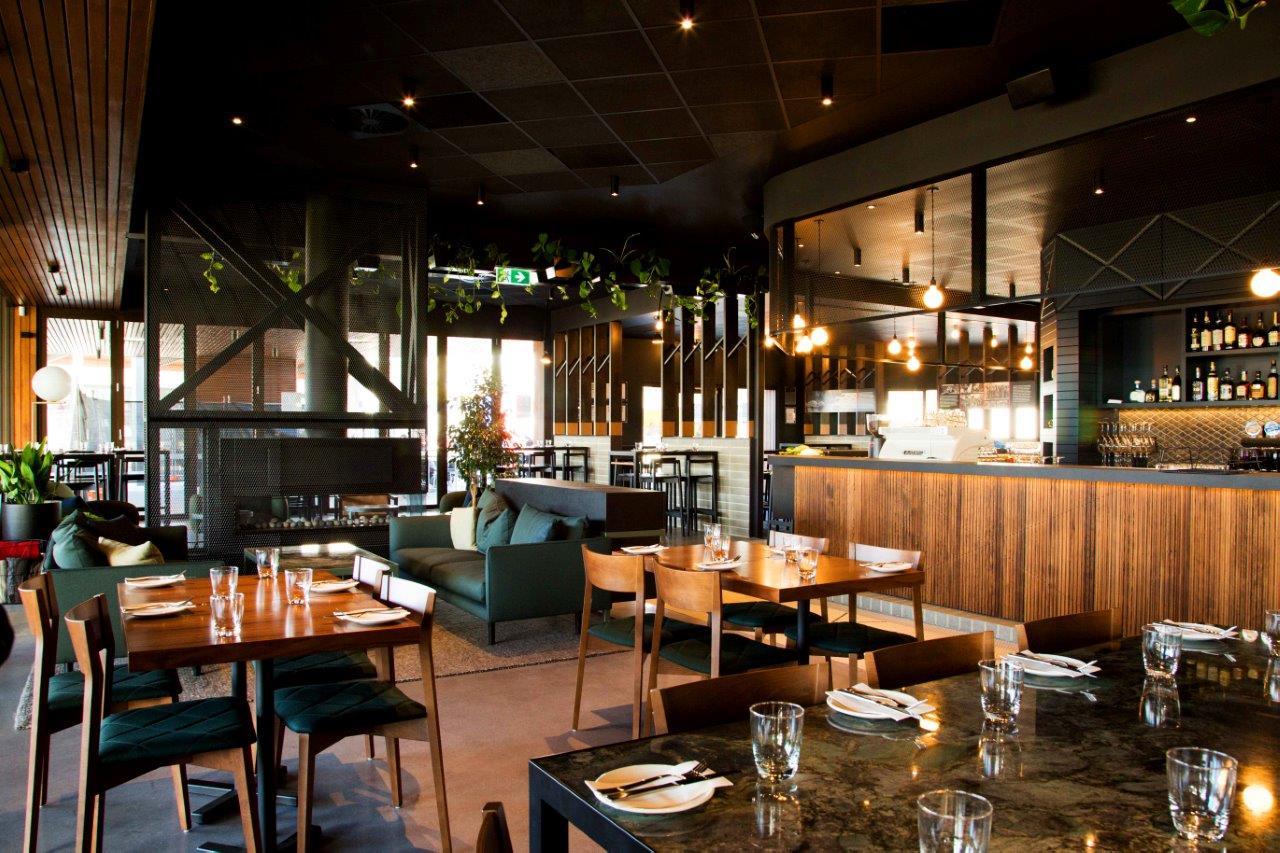 300 Acres Restaurant & Bar
