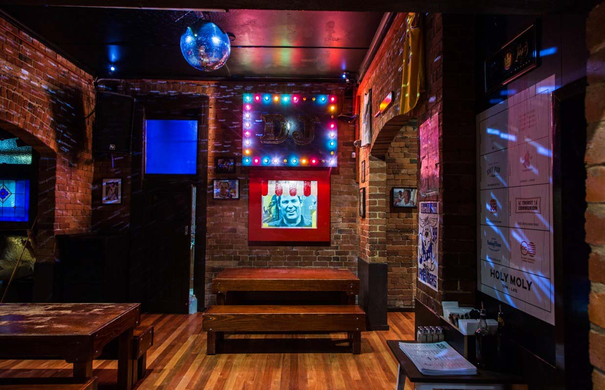Holy Moly – Awesome Entertainment Bars