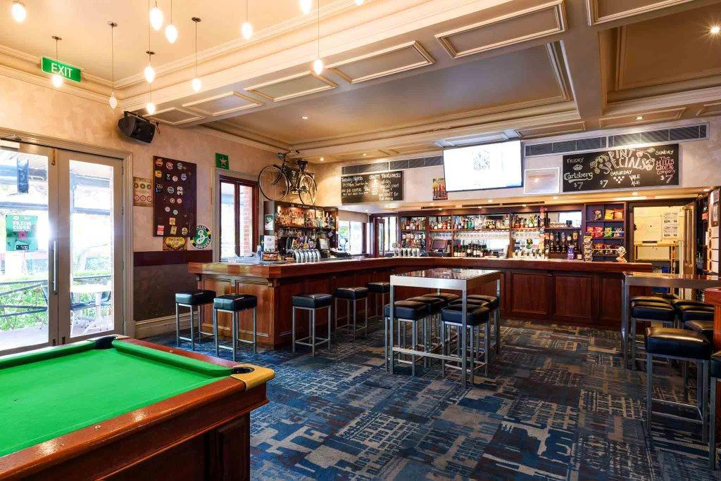 The Edinburgh Hotel & Cellars – Best Pubs