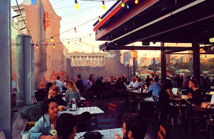 rooftop-best-tourist-bars-melbourne-view-top-adventure-activities-trendy-fun-drinks