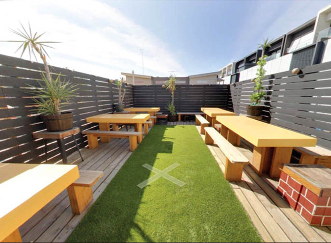 Two Hands Rooftop Bar – Courtyard Bars