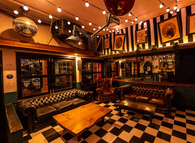 Wonderland Bar – Themed Bars