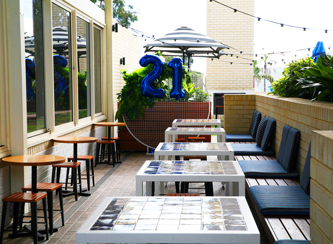 Beach Hotel Seaford <br/> Bars with a Beer Garden